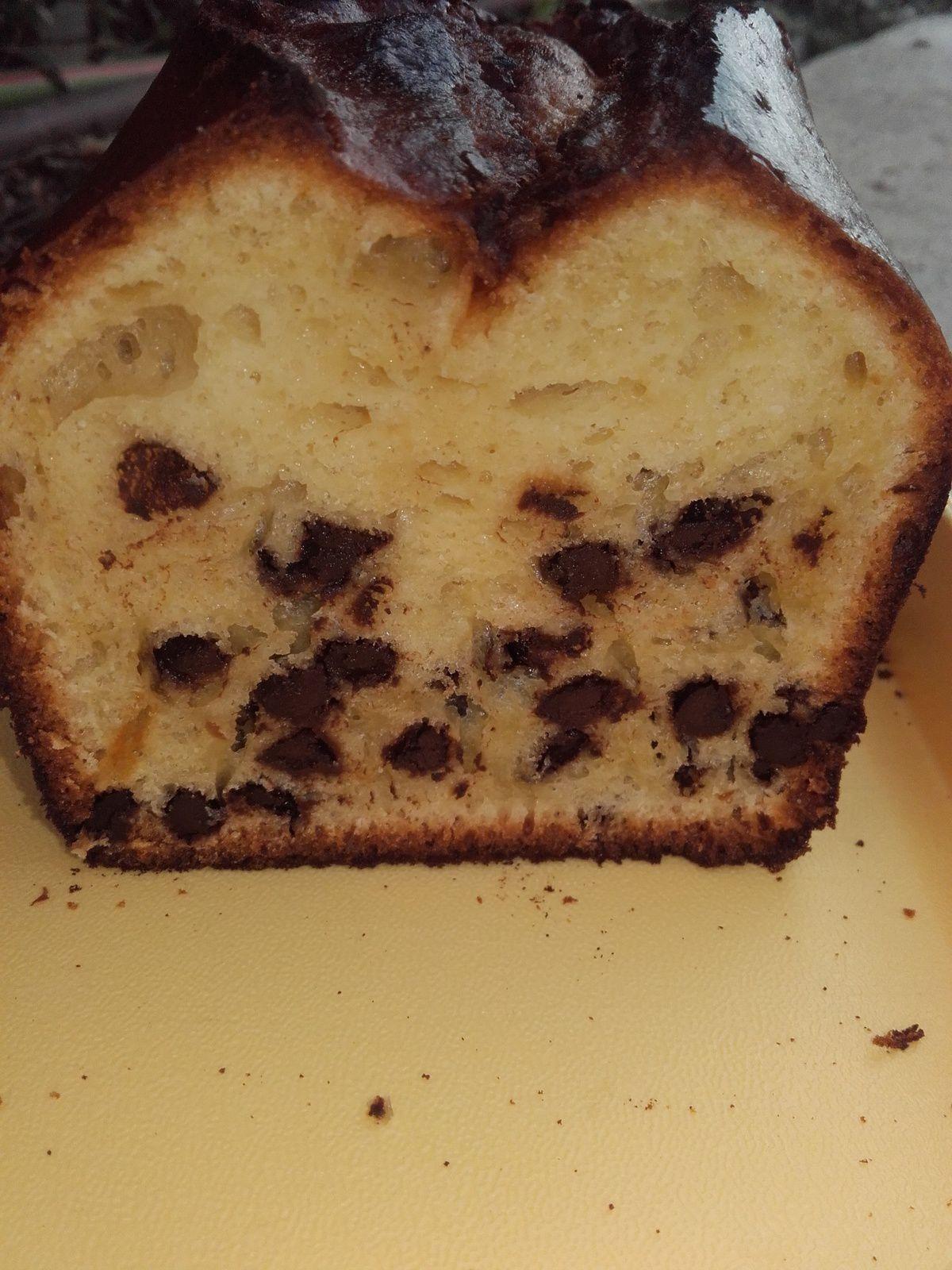 Cake à la purée d' amandes et aux pépites de chocolat