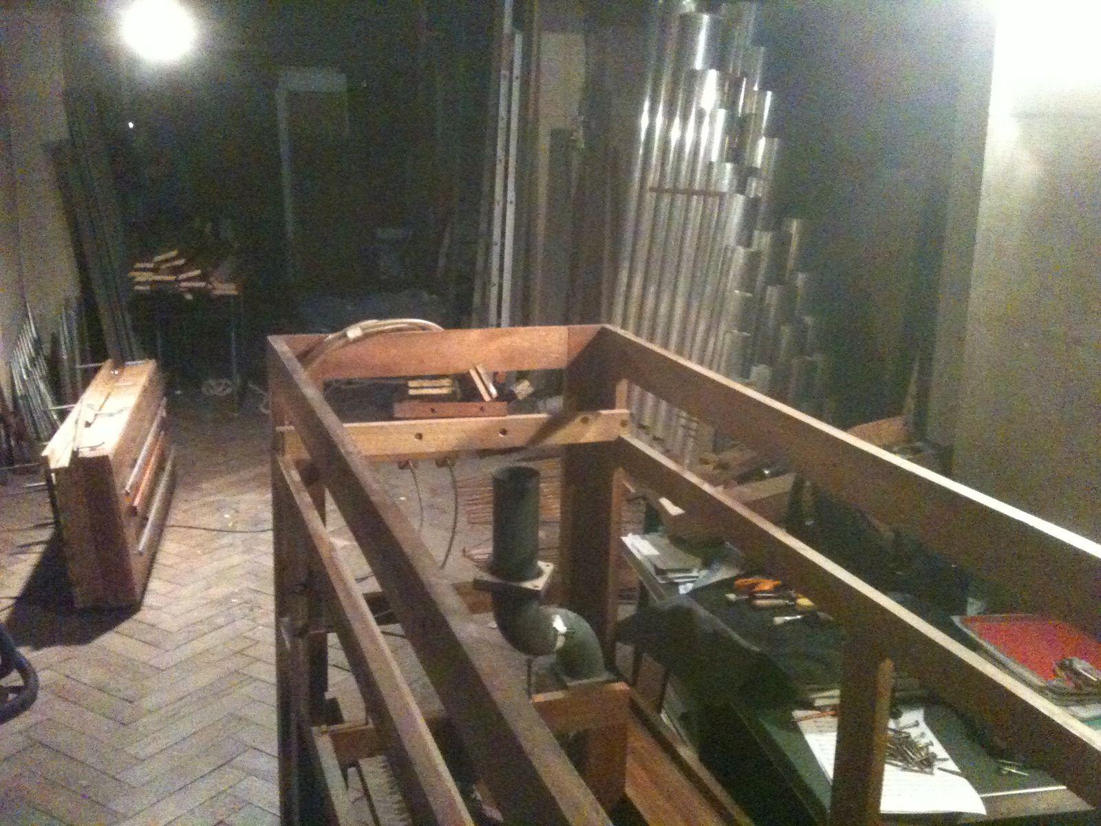 Quelques photos de l'orgue en pièces détachées.