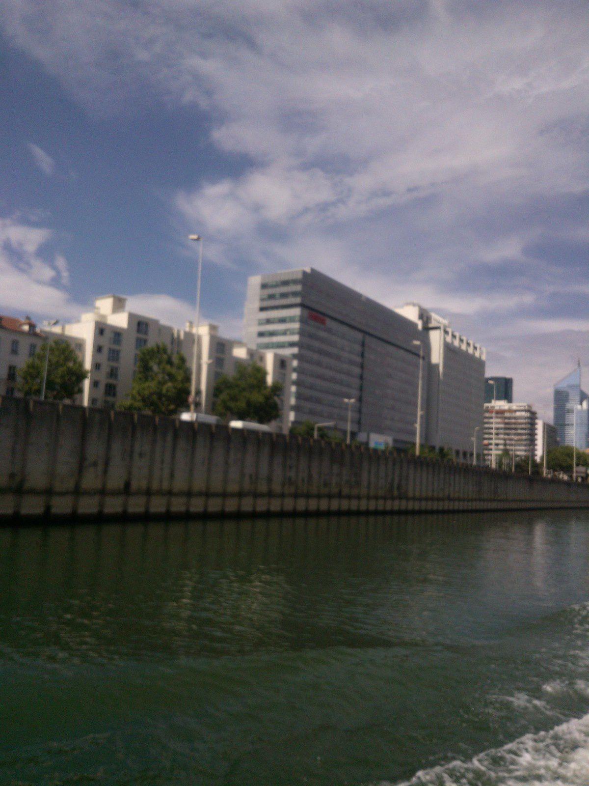 le départ à Sèvres. Devant l'ile Seguin, bords de Seine , la Défense , vue jusque Courbevoie et retour par Neuilly et ïle de la Jatte