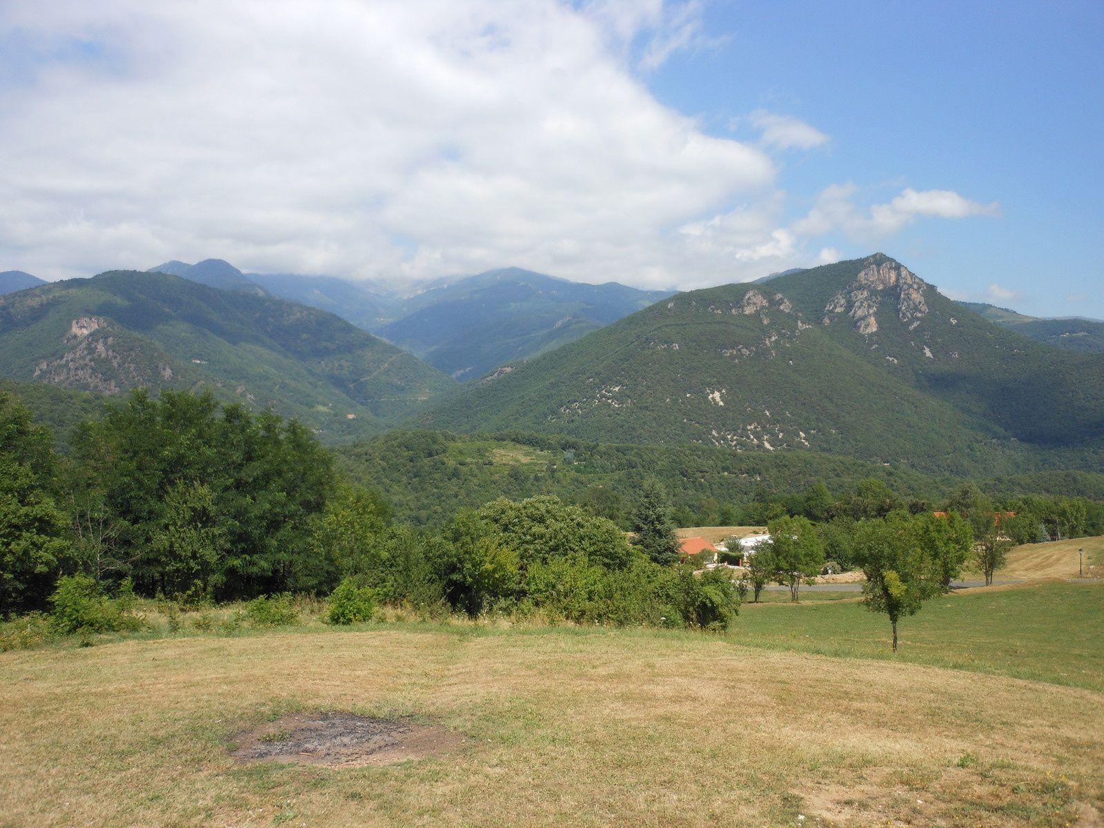 Le massif du Canigou depuis Serralongue (Pyrénées-Orientales). Territoire lauréat de l'appel à projet 2015