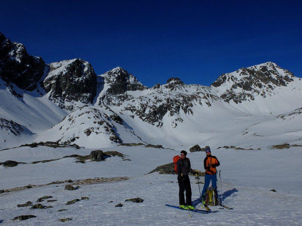Près du refuge Téryho : on fait le point, en bas d'une descente à oublier très vite en neige béton