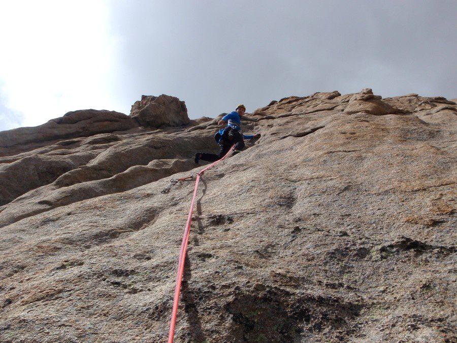 Le meilleur rocher de Sialouze est en haut de toutes les voies: 100 mètres de granit sculpté dément.