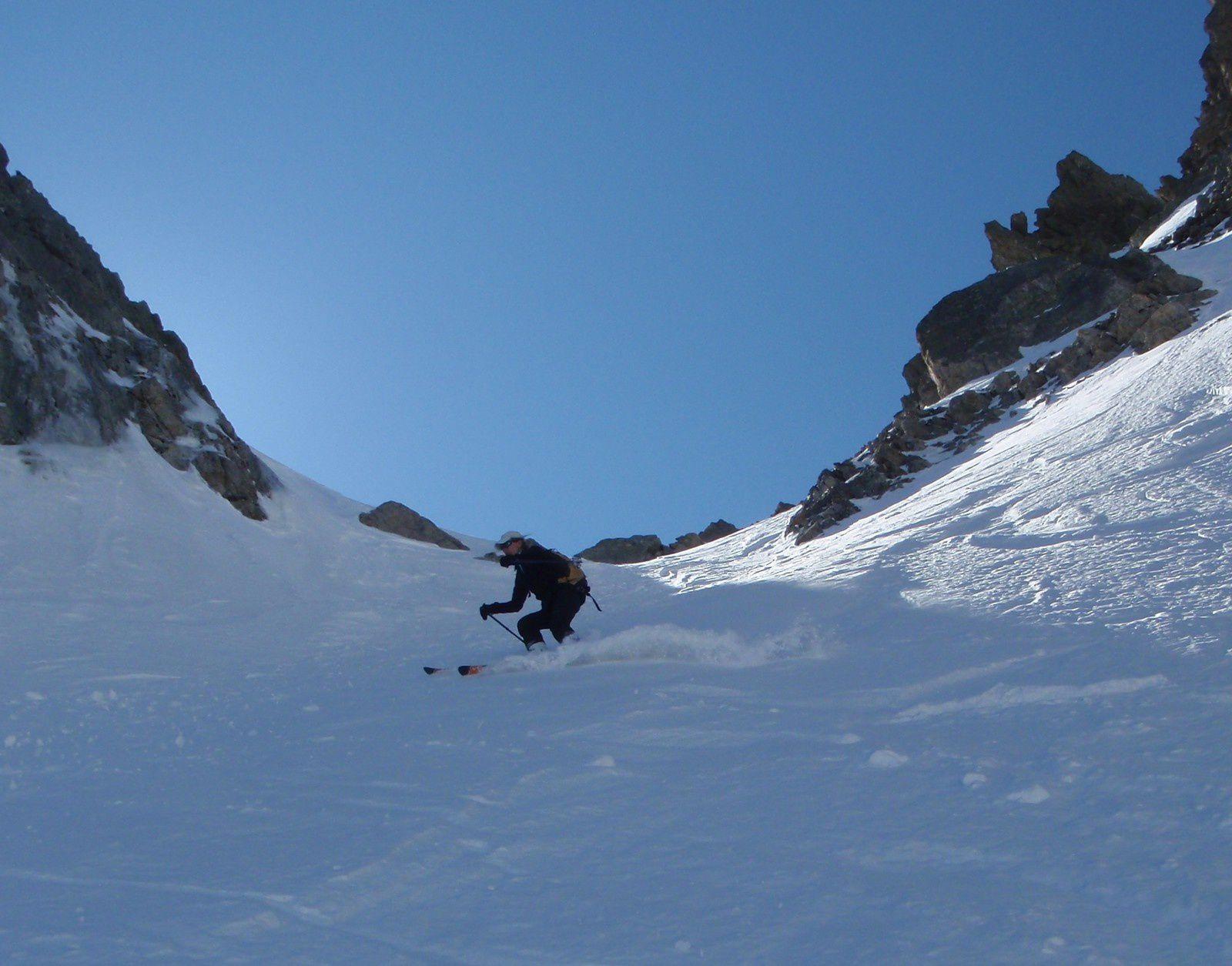Un peu de ski de couloir, derrière le Pas du St Robert
