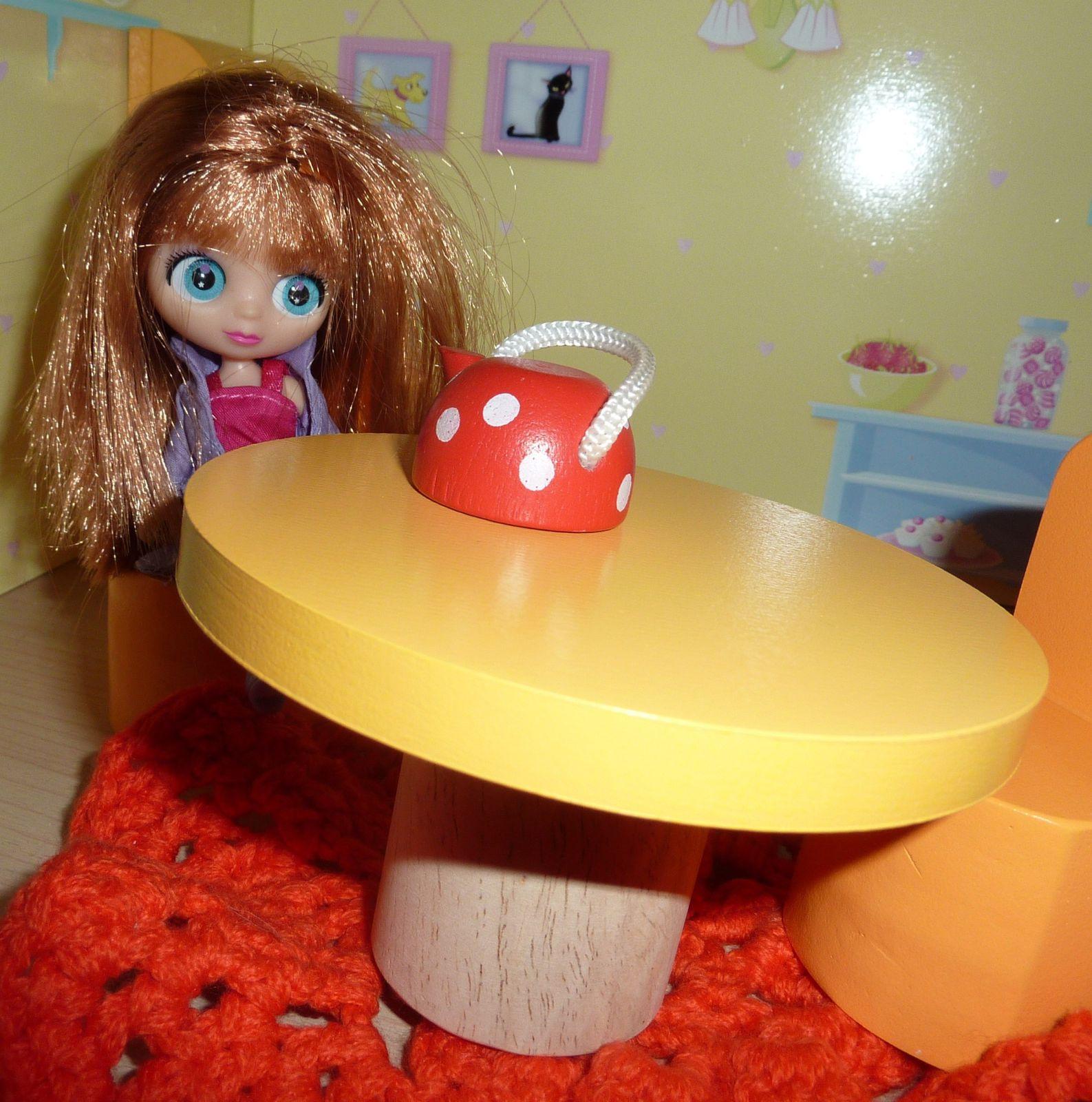 Et Mina toujours en kimono teste le canapé &#x3B;-)