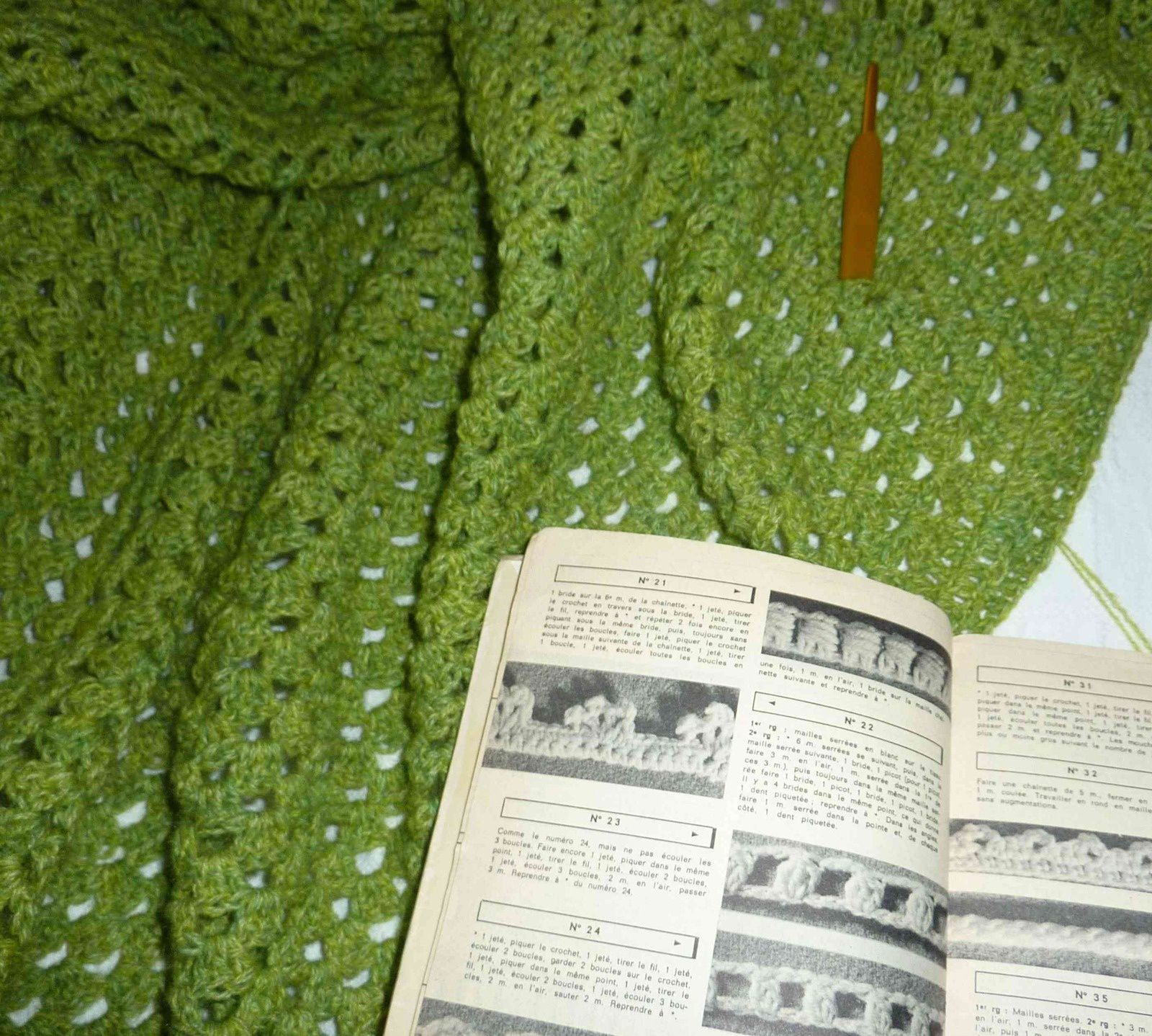 Half granny shawl final je tricotine nous tricotinons for Miroir qui tombe tout seul