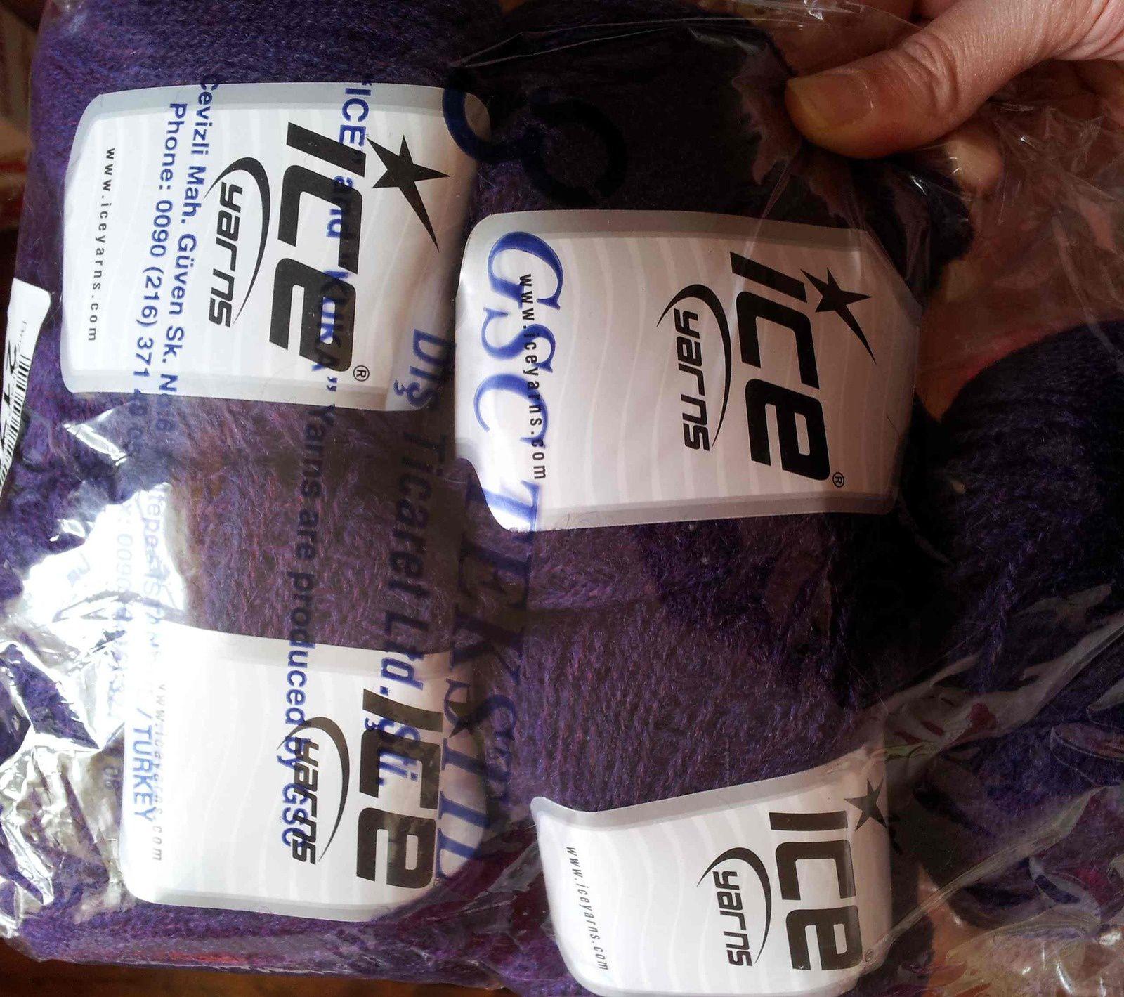 Bon j'ai oublié de préciser que j'ai acheté cette laine il y a 2 ans donc c'est une qualité qui n'existe plus... !! Et pour voir ce que ça donne mieux qu'à travers le plastique :