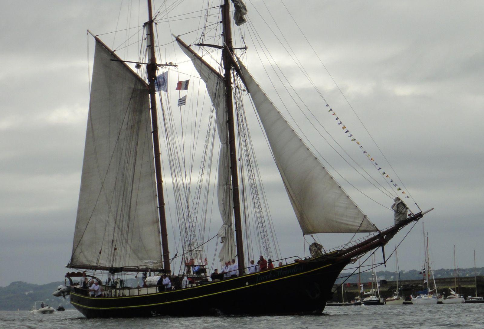 18 et 19 juillet 2012 : la randonnée Brest 2012. A l'occasion des Tonnerres de Brest, navigation entre Brest et Douarnenez.