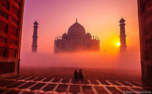 *Photographie via 500px / Taj Mahal by Prasit Chansareekorn