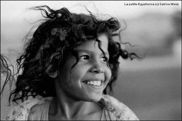 *Photographie Sabine Weiss - La petite Egyptienne 1983 -