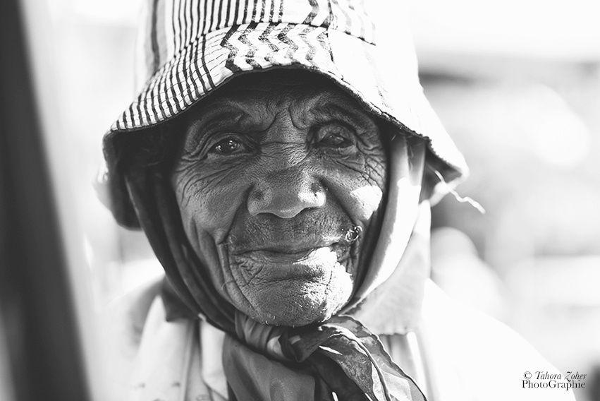 © T.Zoher PhotoGraphie - Une sans abris / Antananarivo / 16 Juillet 2015 -