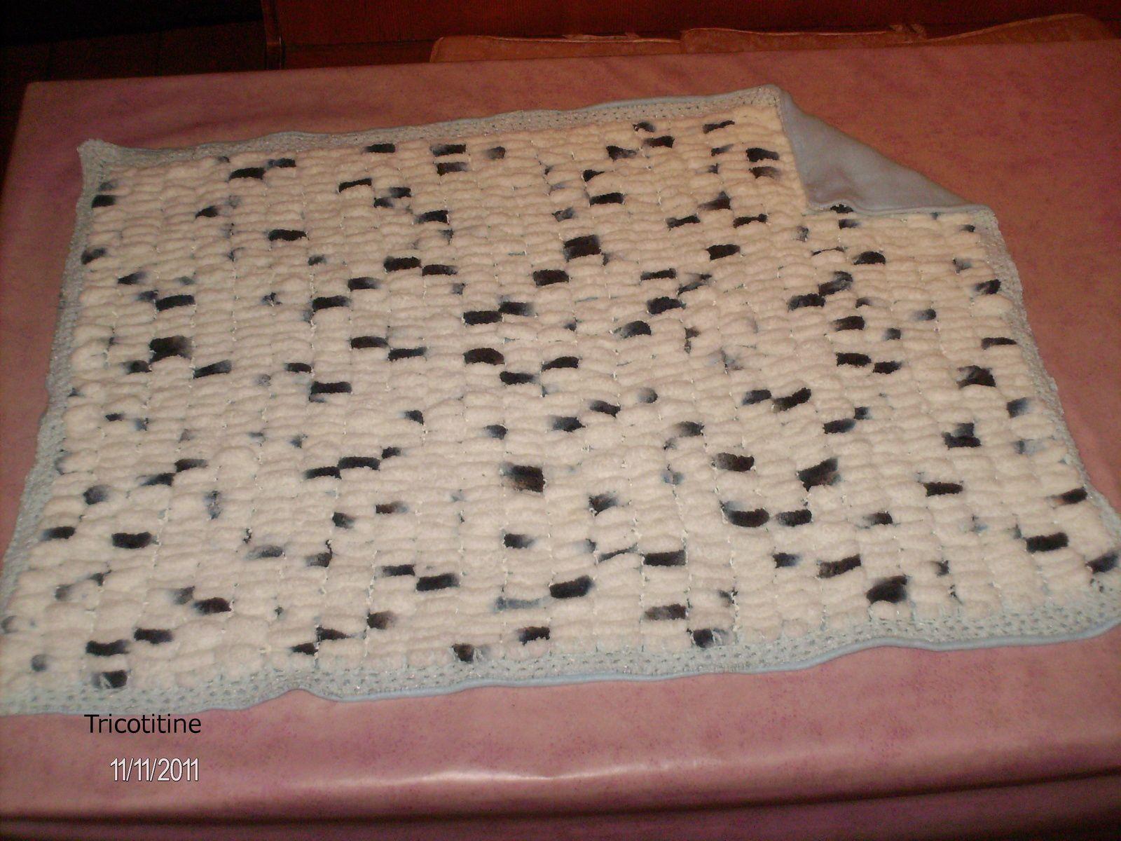 une angeline selon le modèle de Nanoucrochet et une couverture en laine pompom