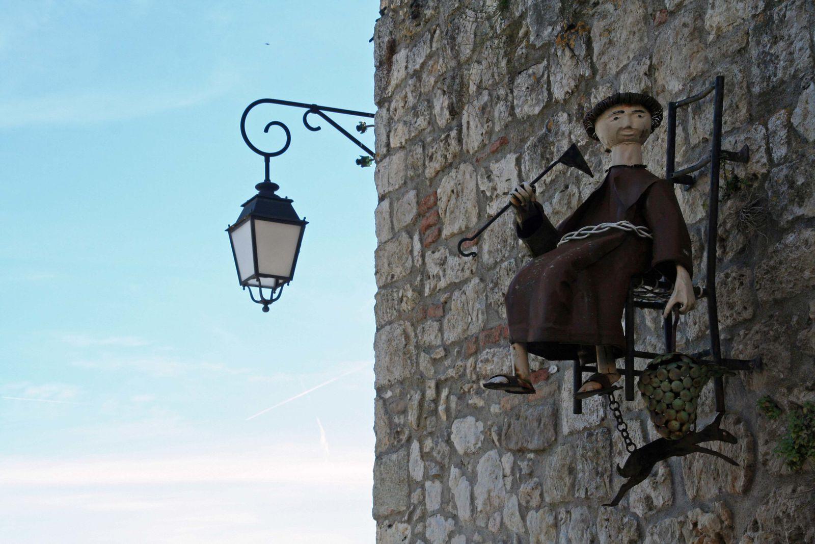 Lauzerte:les enseignes, témoins de la vie du village