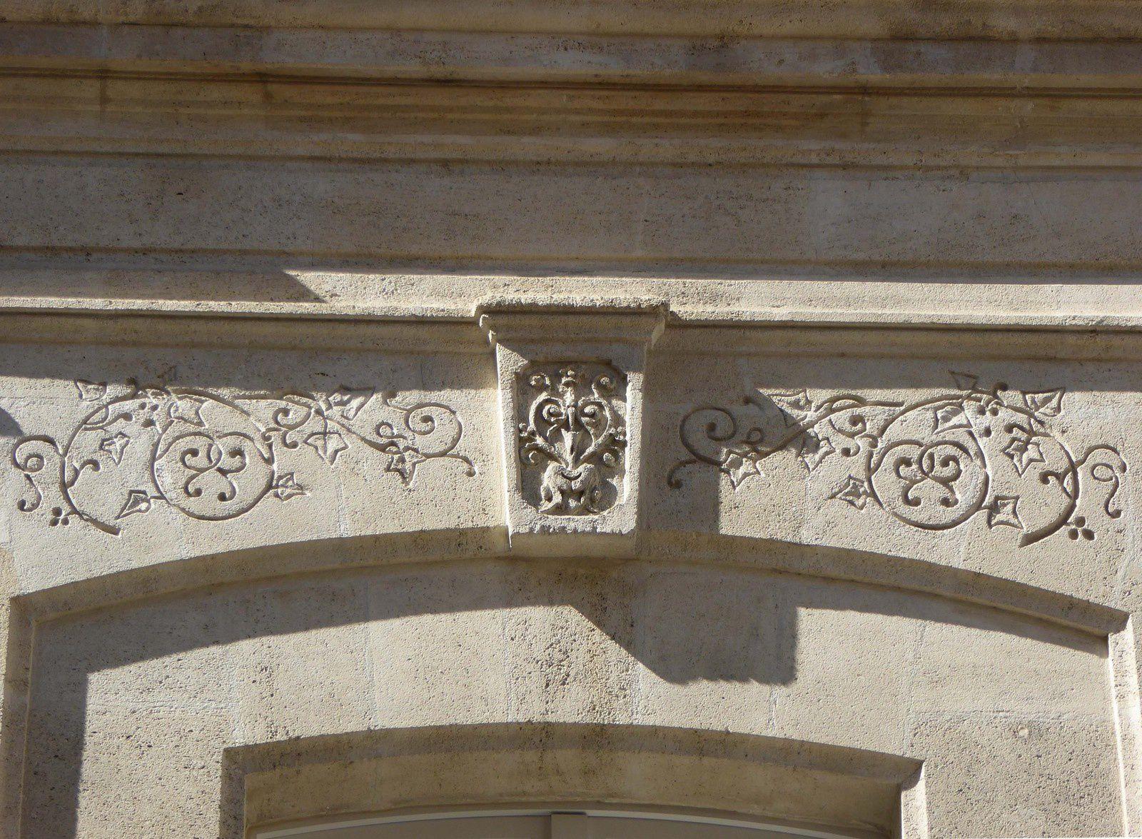 Bordeaux 2 : mascarons et détails