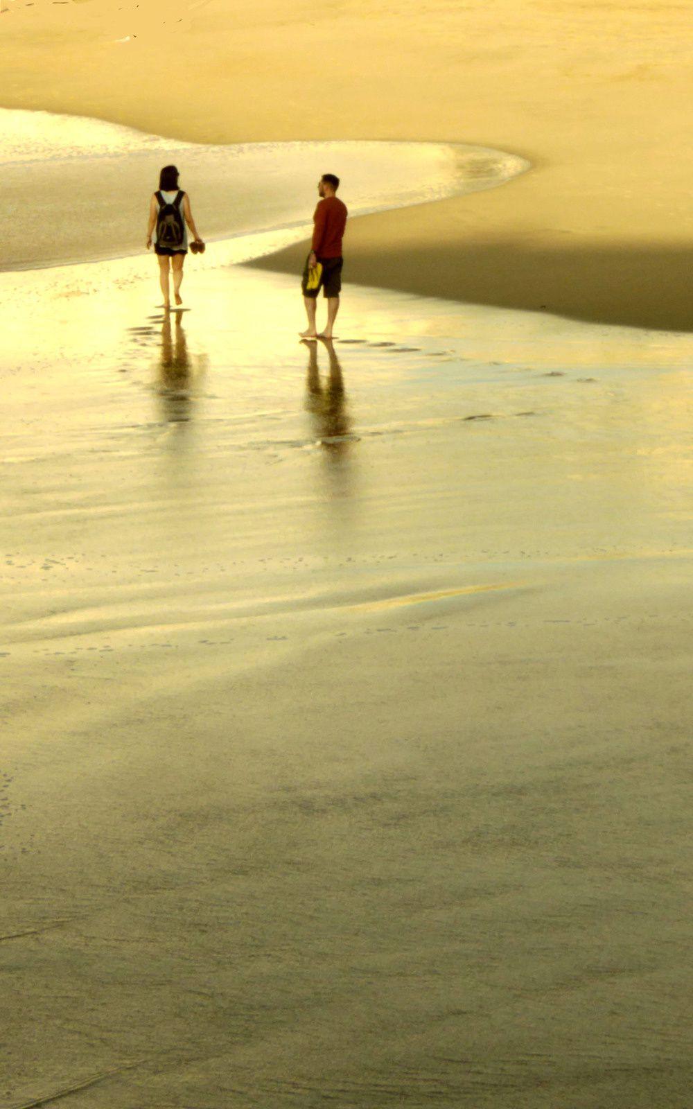 L'empreinte des pas sur le rivage