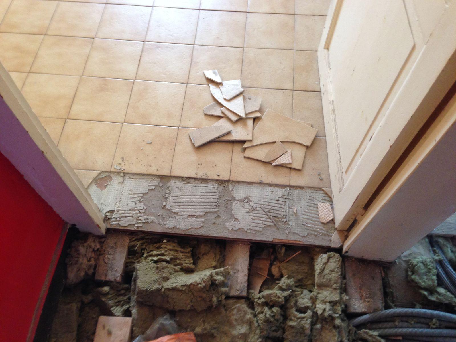 Retirer Carrelage Comment Poser Du Carrelage Les Joints Retirer  ~ Enlever Colle Lino Sur Escalier Bois