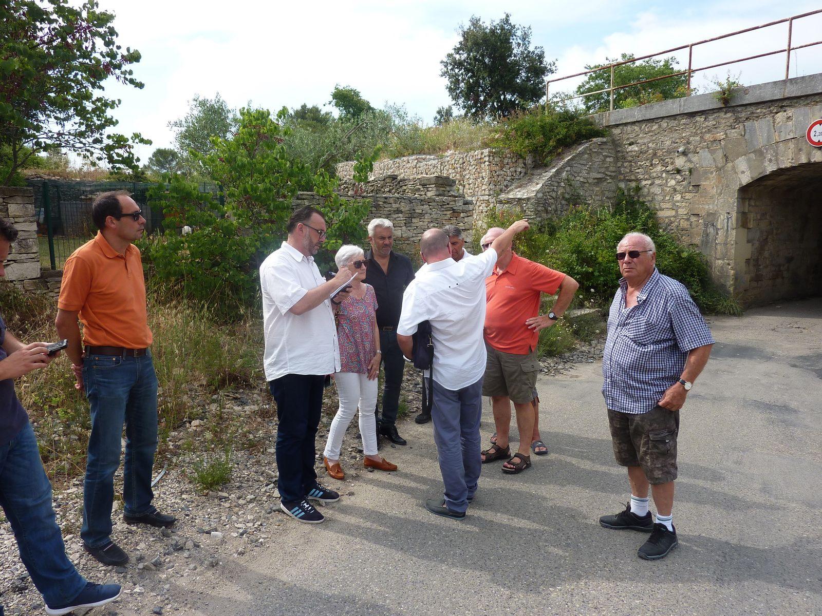 Rentcontre avec les élus, Madame Marie Chantal BARBUSSE et Monsieur Thierry PROCIDA,au pont du chemin de Villeverte à Nîmes