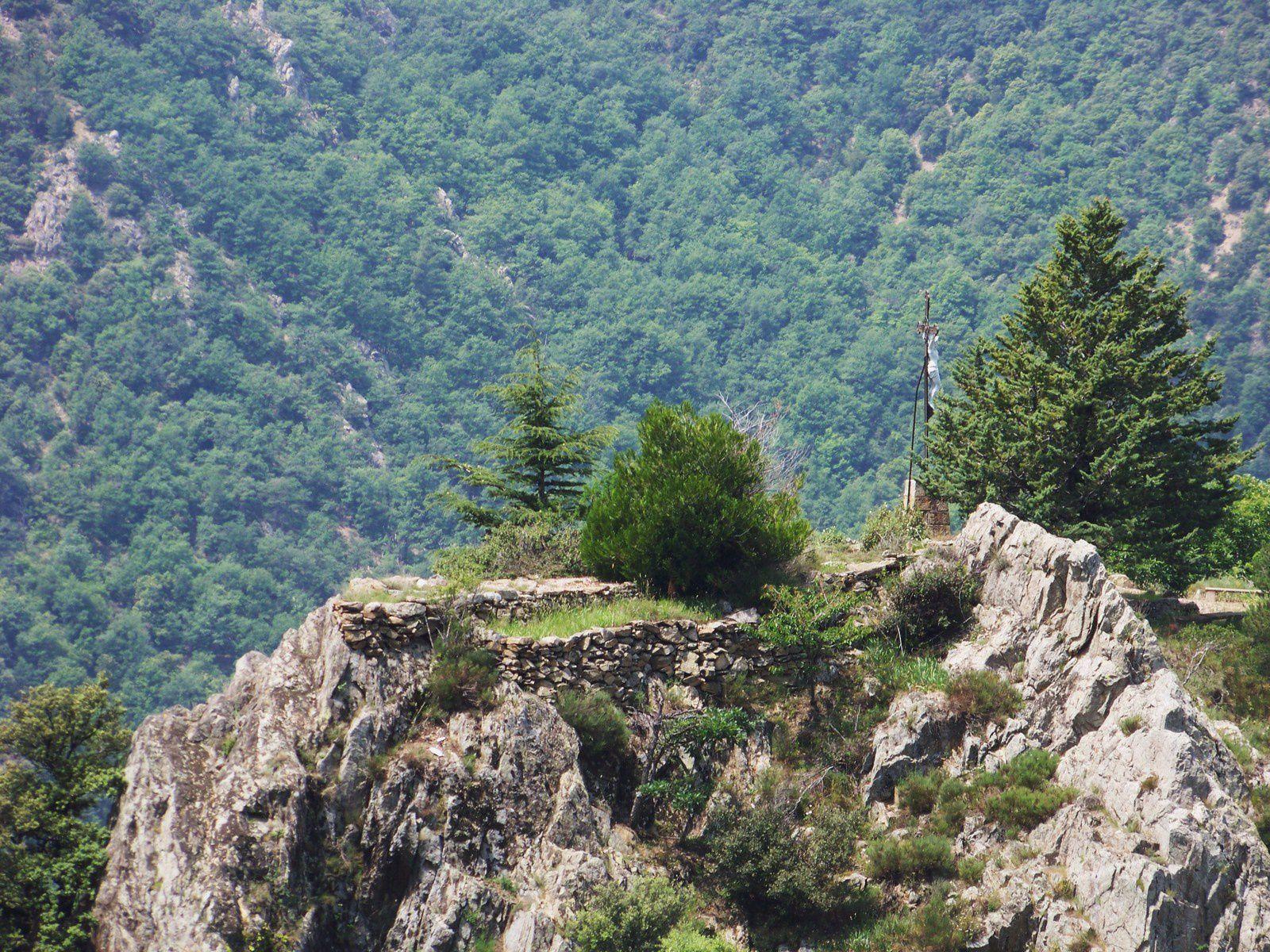 toute ce que vous voulez savoir sur Le Canigou;St Martin et son manteau dont il céda la moitié ; la source qui coule de la montagne; le ptit jardin là-haut