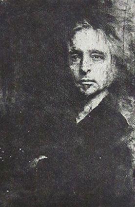 Autoportrait, réalisé d'Après un portrait de l'artiste par la photographe liégeoise Fabienne Petitjean