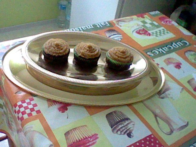 Cupcakes chocolat avec glaçage au beurre de cacahuètes