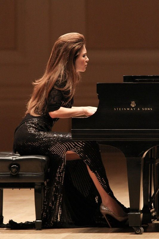 "On comprend pourquoi Lola ASTANOVA a choisi le piano ""à queue""."