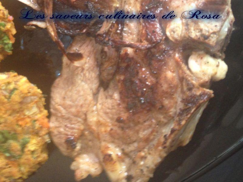 Cotelettes d'agneau marinées et son échalote caramélisée