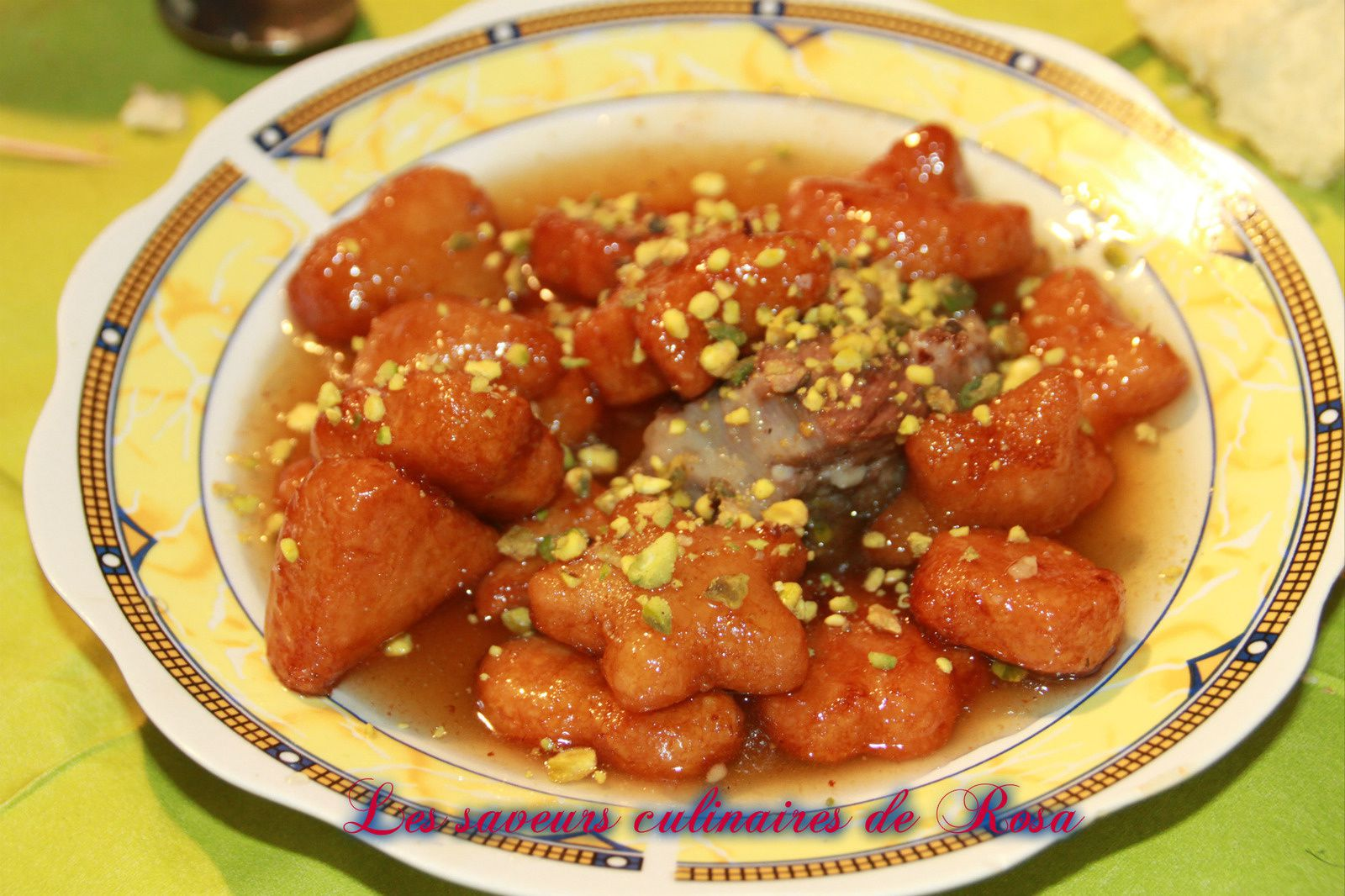 Chbah essafra (tajine sucré à base d'amandes), recette: http://mariedjiness.over-blog.com/chbah-assafra