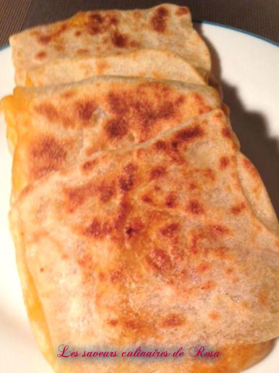 Mahdjouba ou mhadjab (Crêpes  algérienne farci aux oignons et tomates)