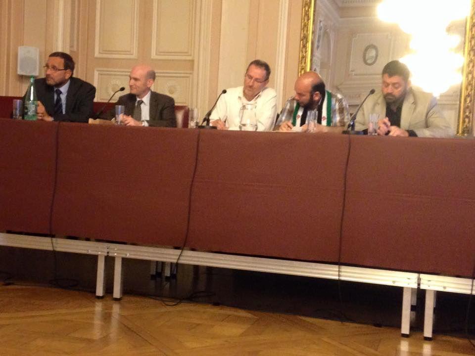 Conférence de Nicolas Hénin au Grand salon de l'Hôtel de Ville en présence de la délégation