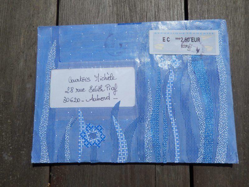 merci à Jo Isa pour cette belle enveloppe bleue et tout ce qu'elle contenait &#x3B;-))