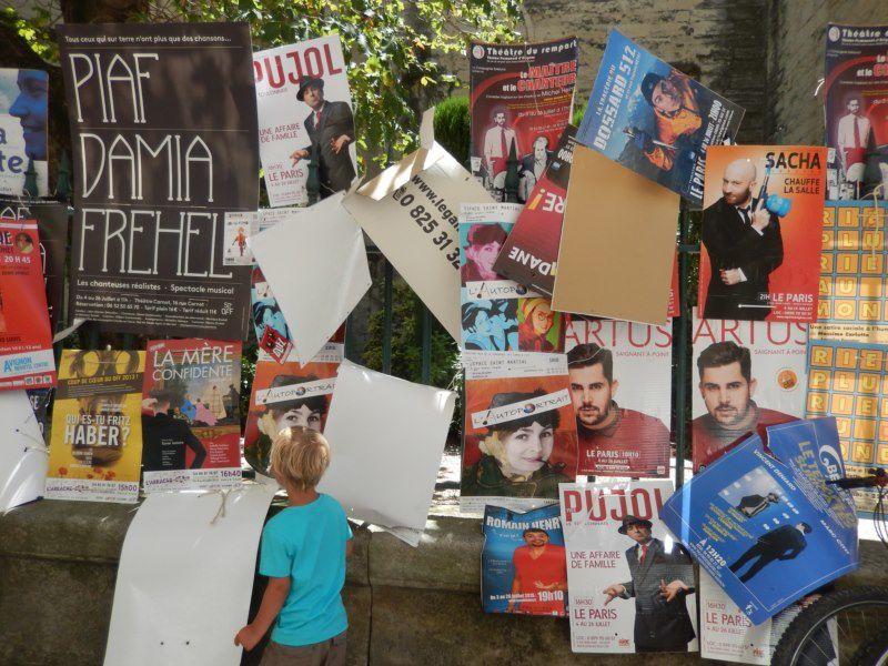 """heureusement pour nous (avec mon petit fils) le mistral était là et bien là .... par contre pour les affiches s'étaient nettement moins """"cool""""!!"""