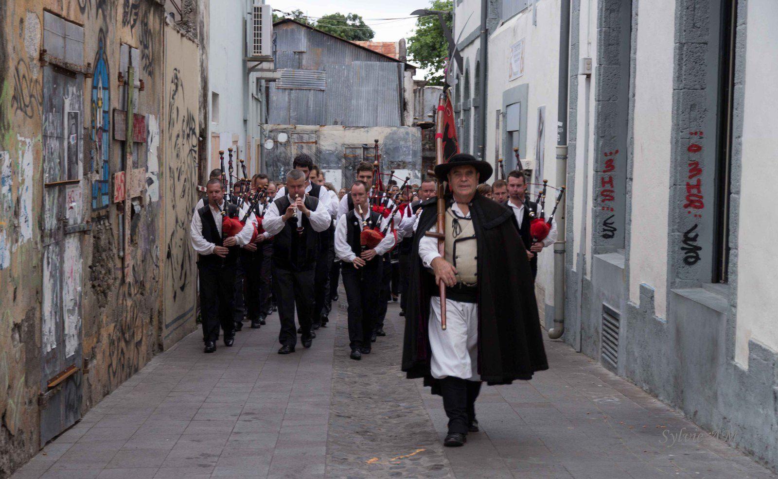 La Kevrenn dans les rues de Saint Denis le 26 octobre 2013