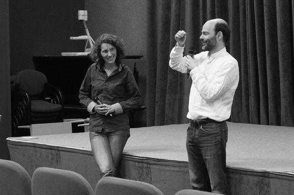 Roland Lehoucq et Annabel Foucault (coordinatrice d'activités pour Carrefour des Sciences et des Arts)