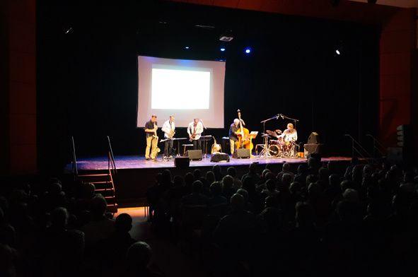 La représentation du soir a été chaleureusement applaudie par 155 personnes de tous âges. Un vrai succès !