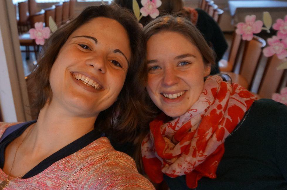Merci Marine (à gauche) pour toutes les photos ! Merci Coralie (à droite sur la photo. Jeune en mission de service civique) pour ton aide dans tous les projets de l'association !