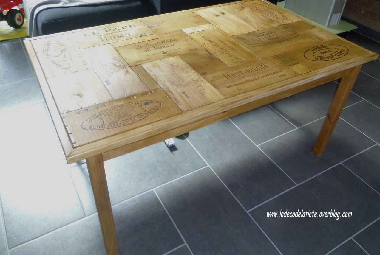 Customisation d 39 une table en pin ikea avec des caisses for Customiser une table en bois