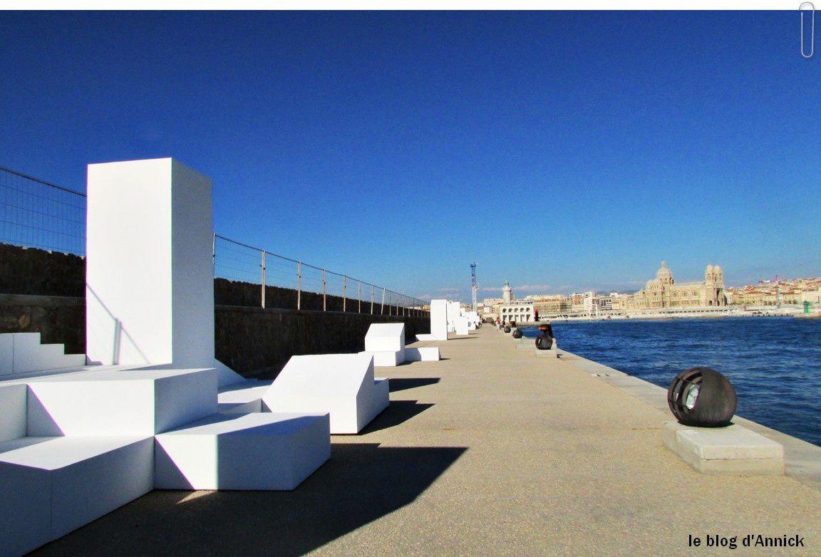 La digue du large-Marseille.