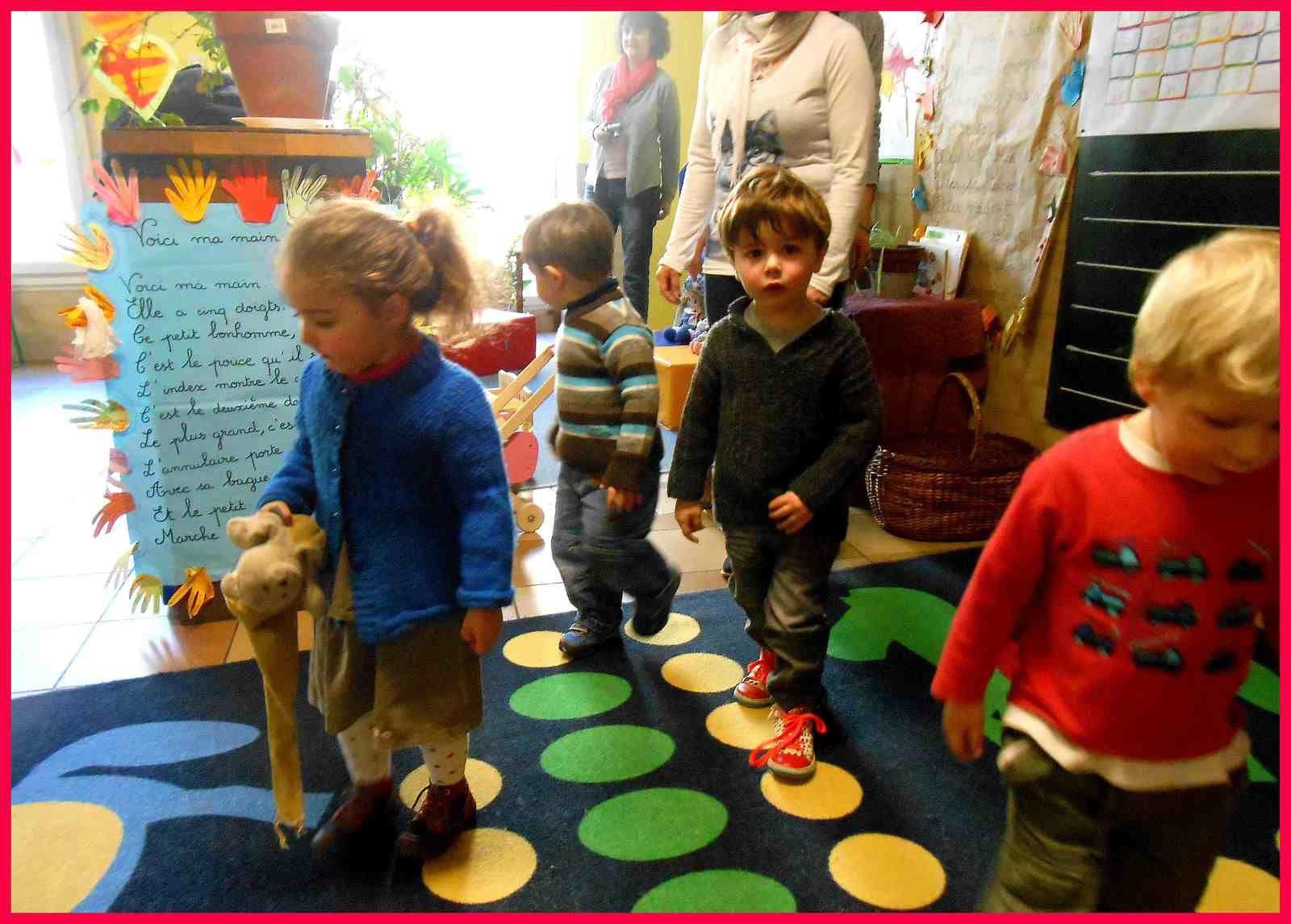Les petits découvrent la classe de TPS et PS,...