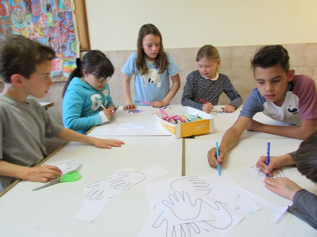 Atelier d'arts visuels (autour des mains)