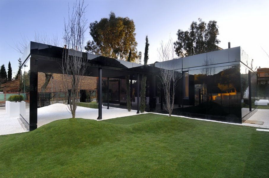 Stylisme et architecture de villa contemporaine, en verre