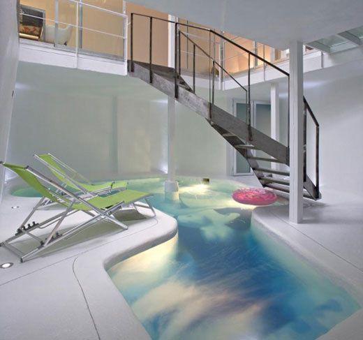 Design intérieur avec piscine
