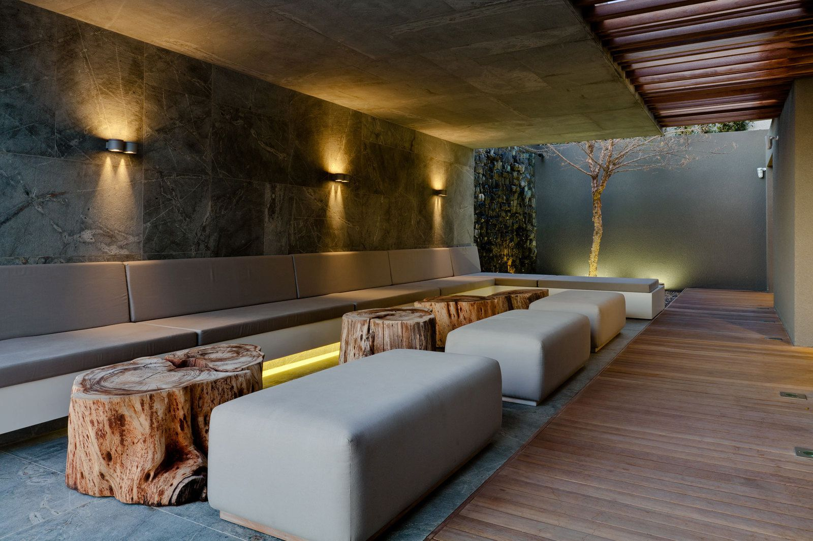 Design ext rieur terrasse couverte la maison de miss for Design boutique hotels colroy la roche