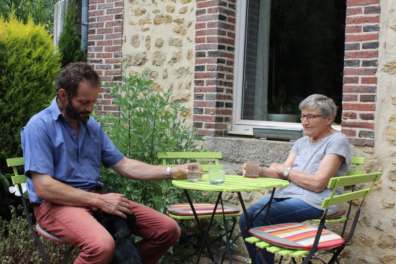 On a eu le plaisir d'accueillir mon papa et la maman de jean  au jardin, c'était juste avant les grosses tailles ...heureux de partager en famille le jardin , heureux toujours de partager le jardin c'est un lieu où l'égoïsme n'a pas sa place. !