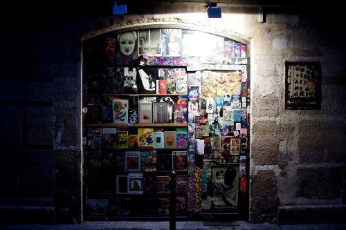 Un regard moderne. La librairie la plus improbable de Paris vient de s'effondrer.