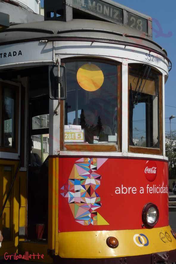 """P52#24_Commence par """"T""""_Tramway à Lisbonne"""