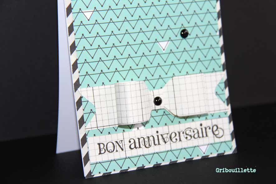 Carte Anniversaire, son noeud à petits carreaux et son enveloppe