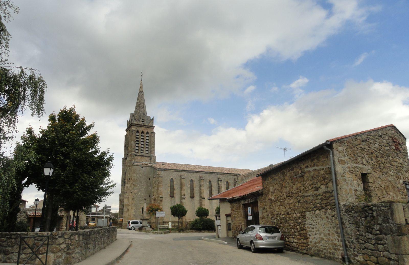 Passage au village de Préaux.