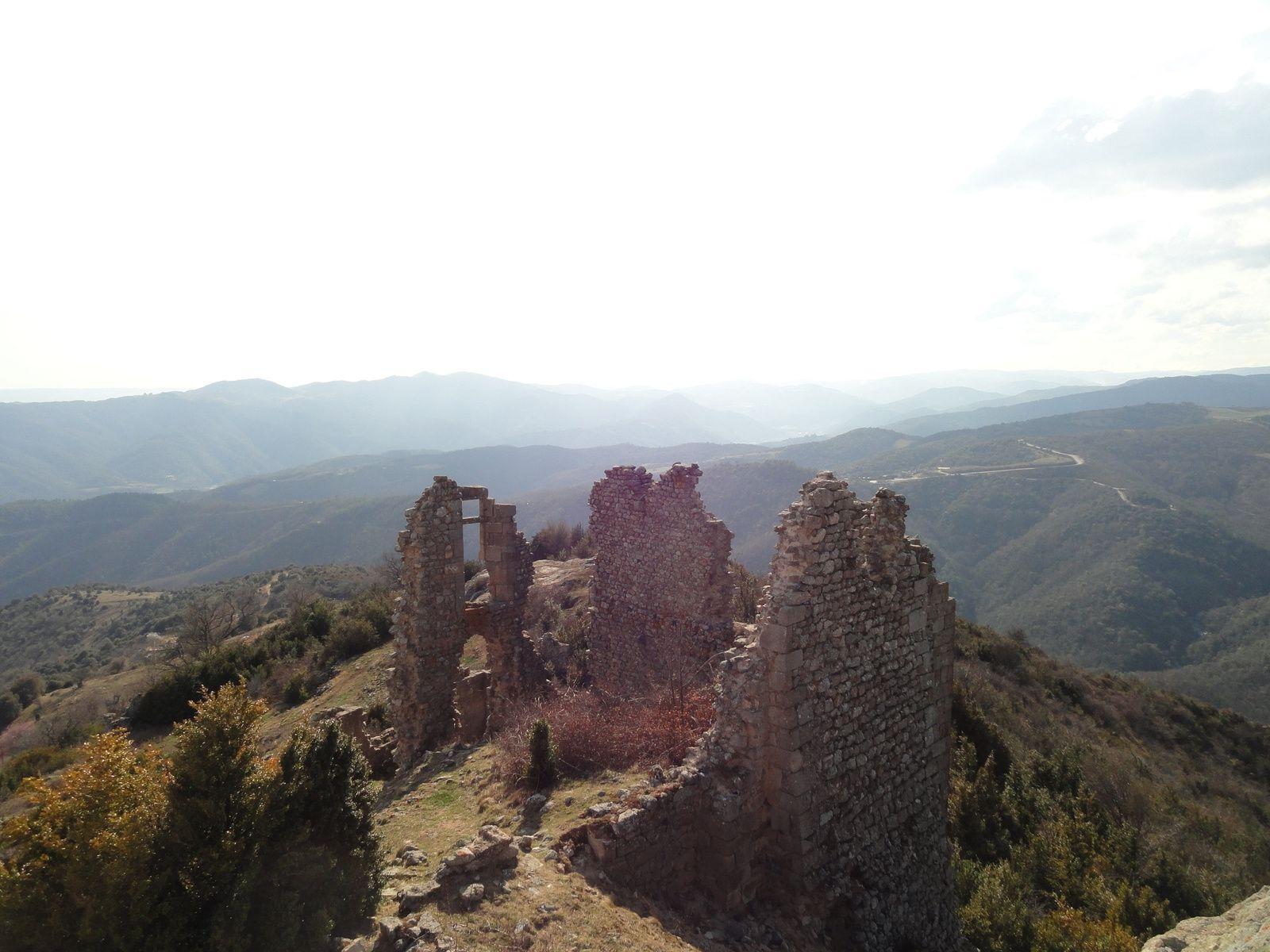 Les restes du château de Pierregourde.