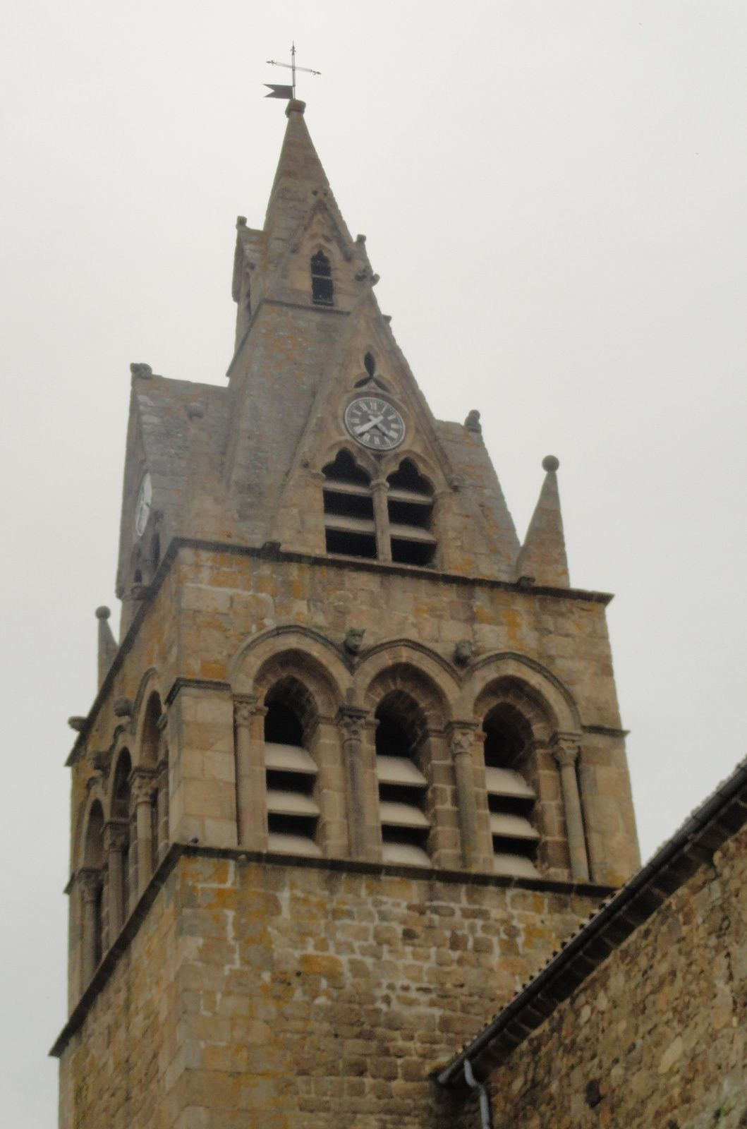Joli clocher du quatorzième siècle.