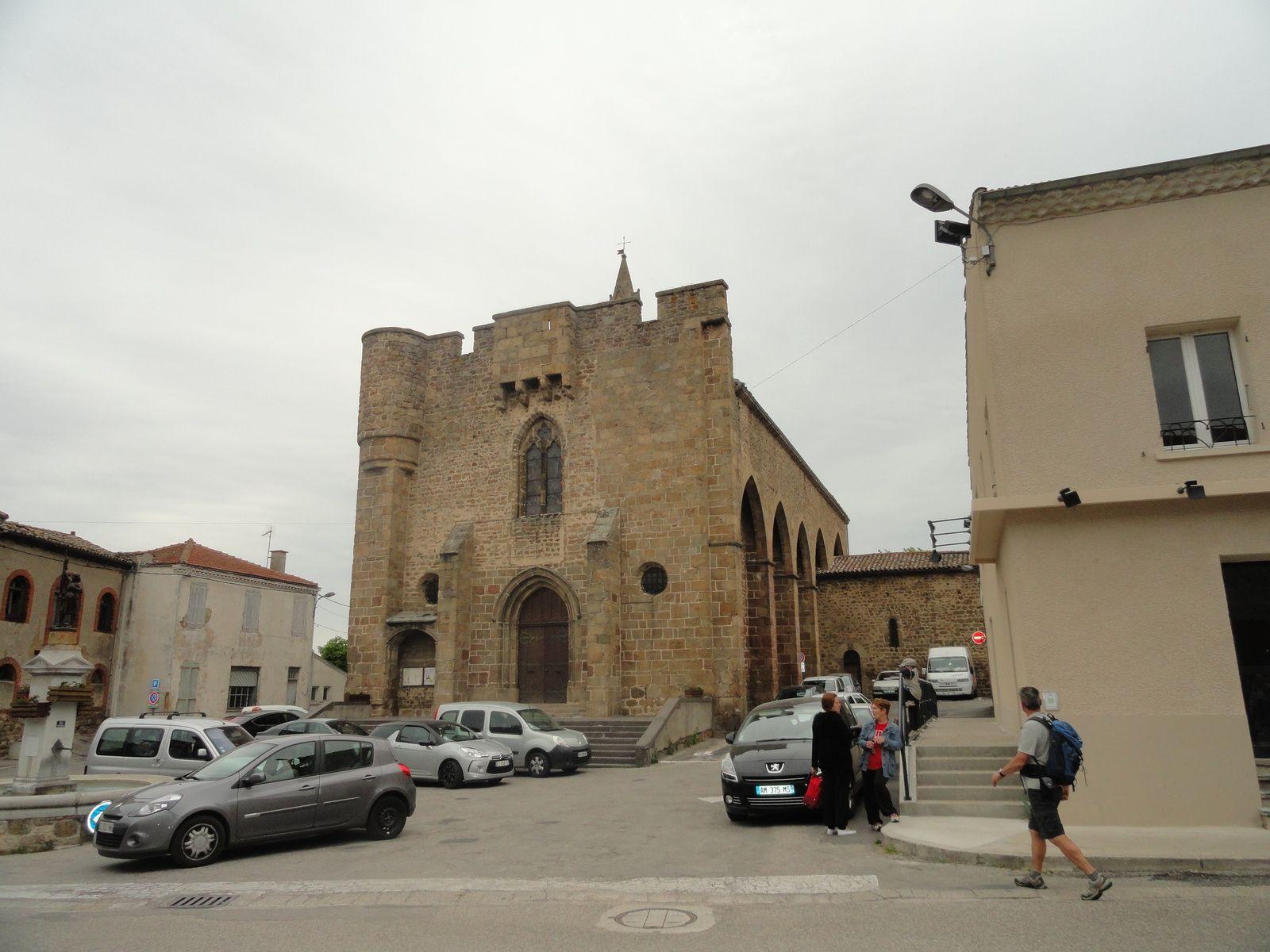 Arrivée à Quintenas avec sa belle église St Pierre aux liens.