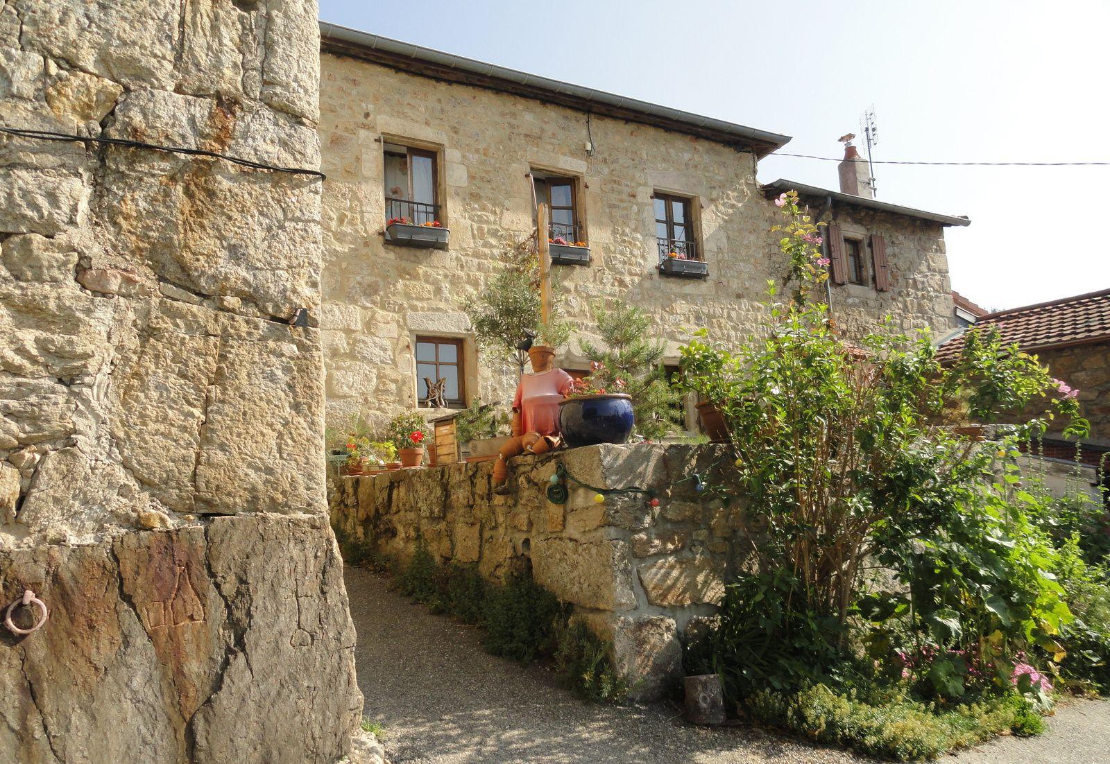 Départ du joli village de St Symphorien de Mahun.